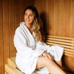 saunas for weight loss study with girl in sauna